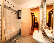 http://images.youtravel.com/photos/5647/bathroom.jpg